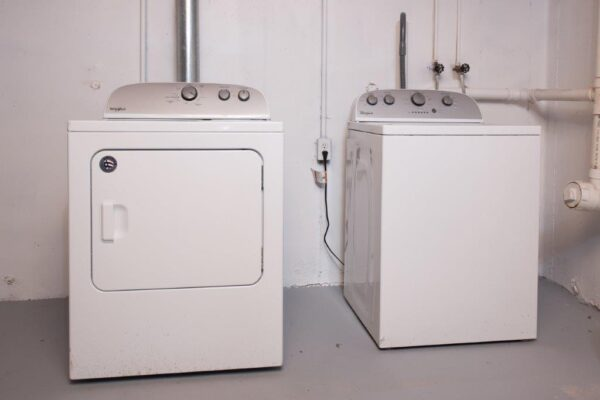 Single Family Courtney St Washer and Dryer
