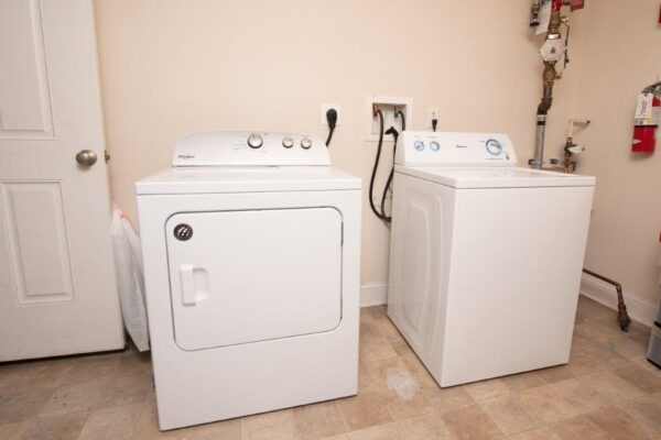 Smyth Court 6 Bed 3 Bath Townhouse Washer and Dryer