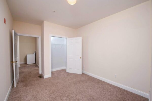 Campus Crossing 5 Bedroom Apartment w Closet