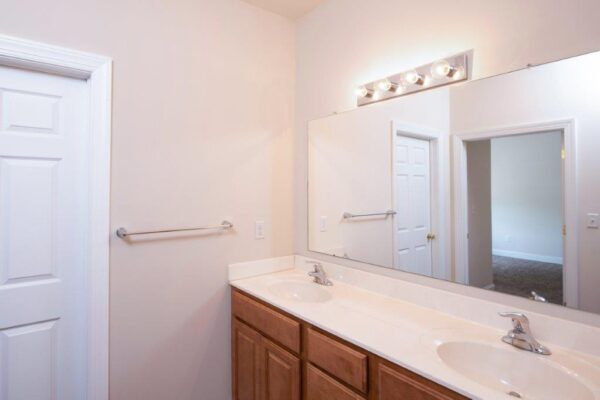 Campus Crossing 6 Bedroom Apartment Double Sink Bathroom